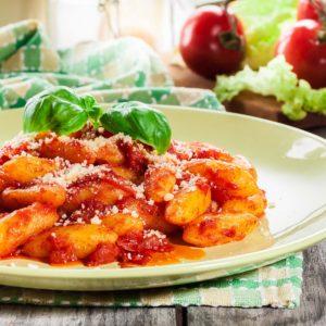 Polentové gnocchi s rajčatovou omáčkou a BIO masem